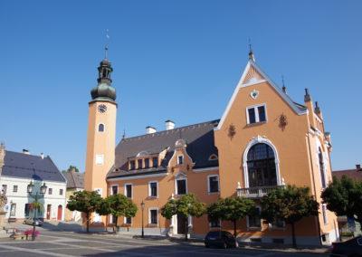 Oprava a nátěr fasády radnice Český Dub